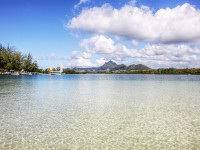 Mauritius lagoon and mountains ©clry2/Flickr